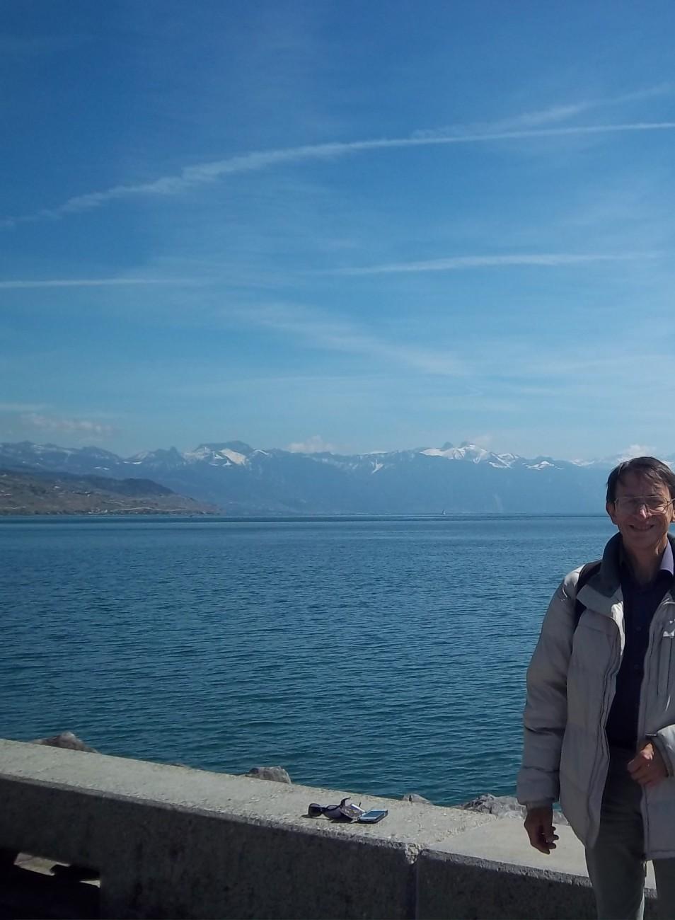 Patrick Huet devant le lac Léman