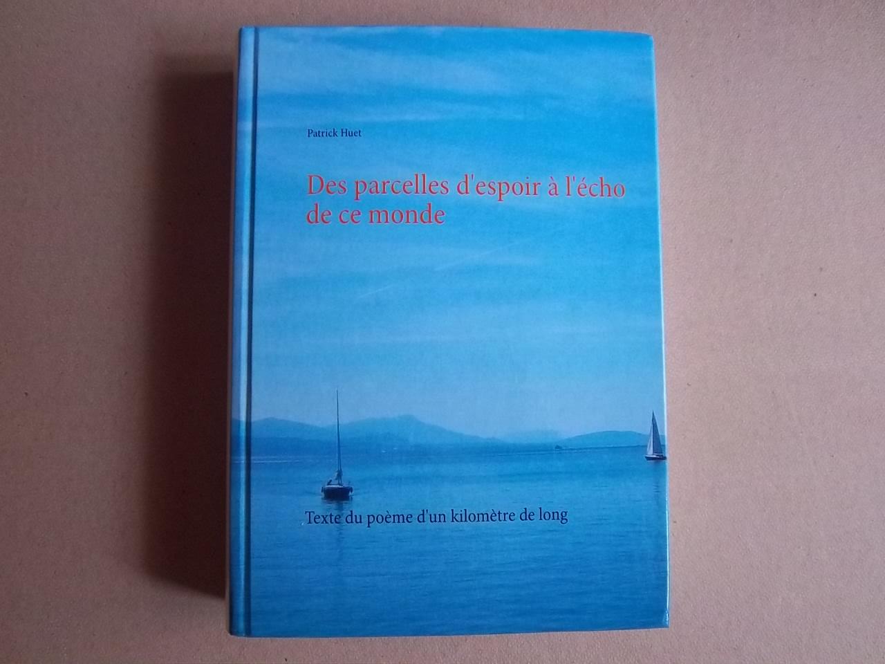 livre du Poème géant d'1km de long vu de face