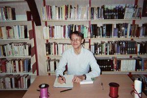 Patrick Huet écrivain dans une bibliothèque à Vernouillet 28