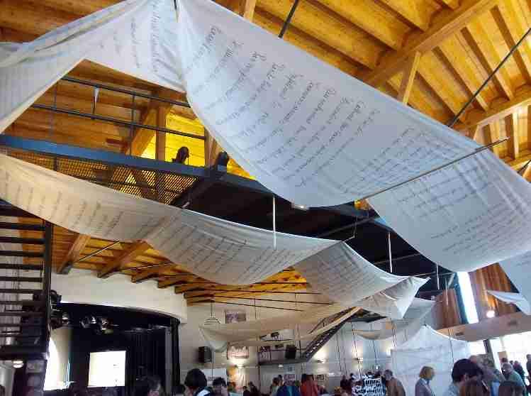 Salon du livre Nantua Exposition poème géant de Patrick Huet