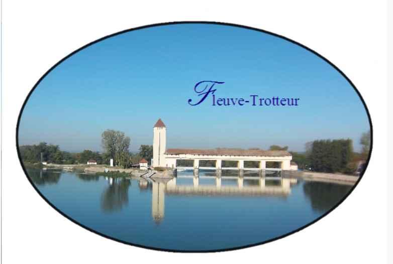 Badge collection Fleuve-trotteur. Une vue d'été sur le Rhône bleu. De Patrick Huet.