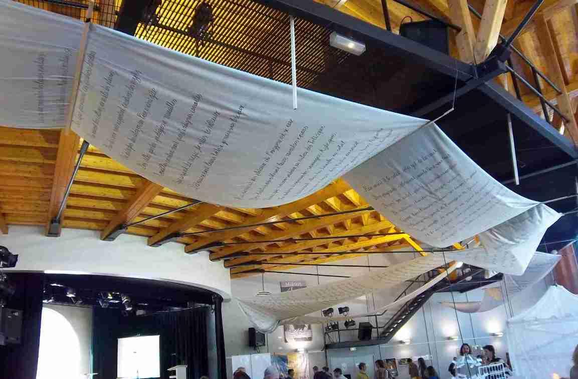 Poème géant de 66 m au salon du livre de Nantua -Auteur : Patrick Huet .