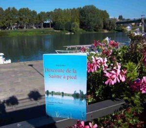 Le livre sur la Saône à Tournus près de la Voie bleue. Photo de patrick Huet.