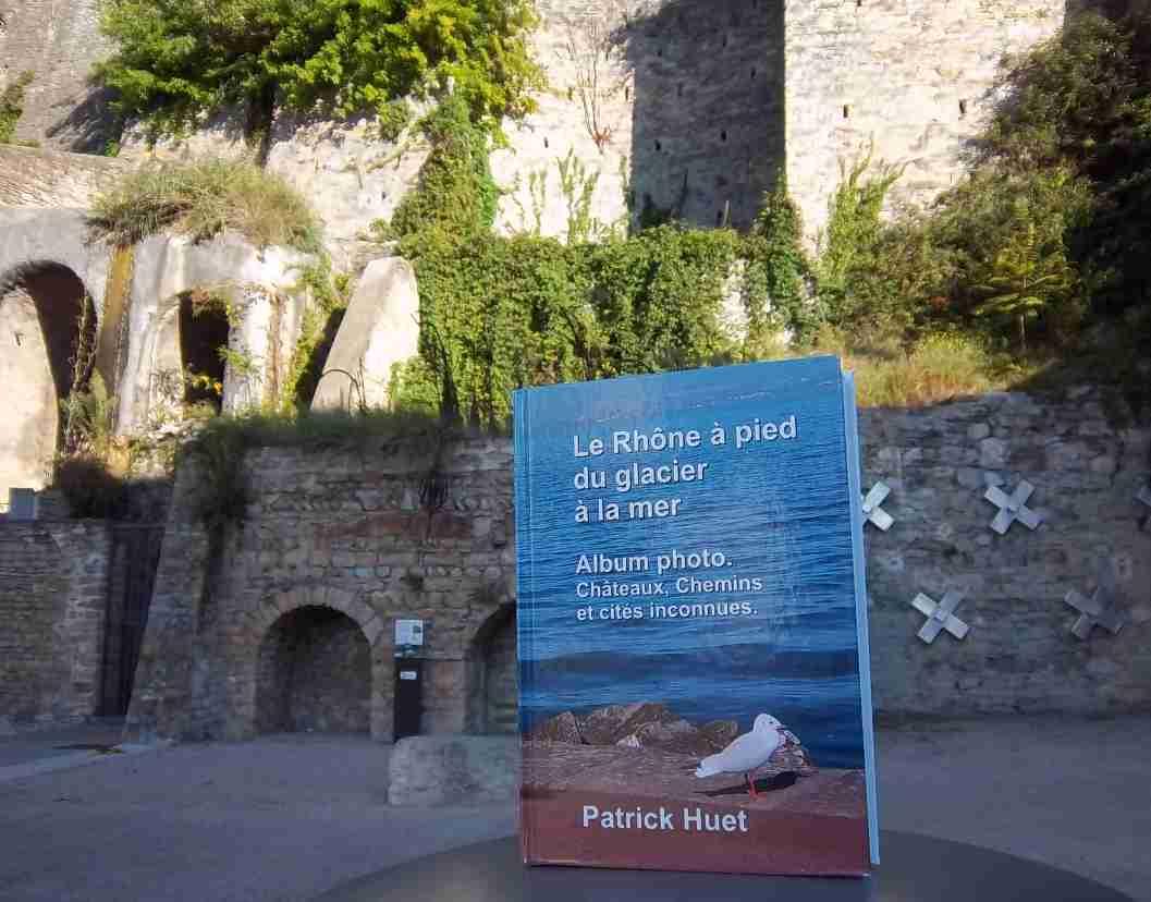 Le livre du Rhône face aux Bames de Caluire, par Patrick Huet.