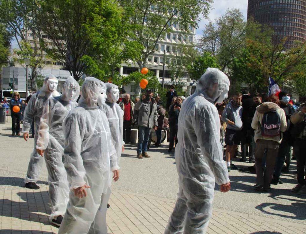 Les masques blancs à Lyon.
