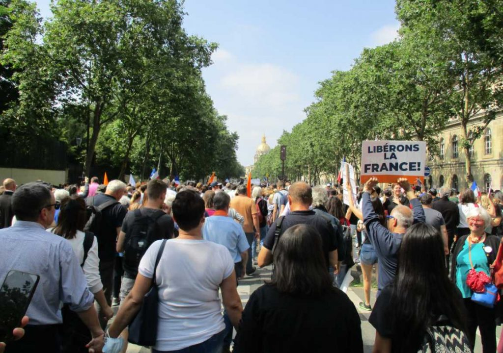 Défilé contre le pass sanitaire à Paris.